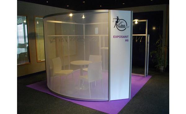 Installation cloison modulaire en voile et cloisonnement for Cloison stand salon