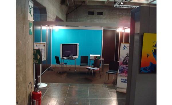 Installation cloison modulaire en coton gratt et for Cloison stand salon