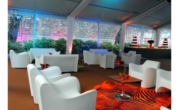 Location fauteuil tokyo pop ivoire et mobilier de jardin for Location mobilier salon