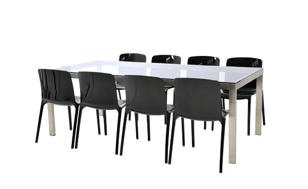 Location Ensemble Chaises Tiffany Noir Table Linea Verre Clair